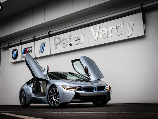 Peter_Vardy_BMWi8_small